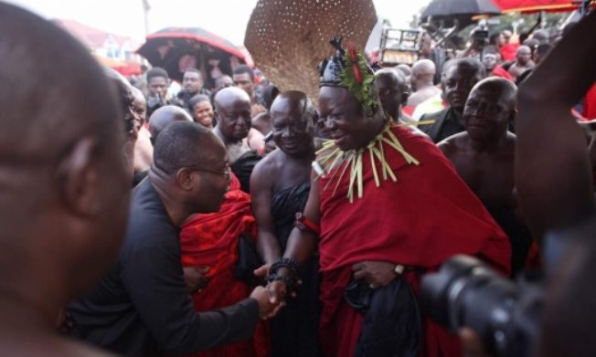 Powerful GFA delegation visit Manhyia to mourn with Asantehene